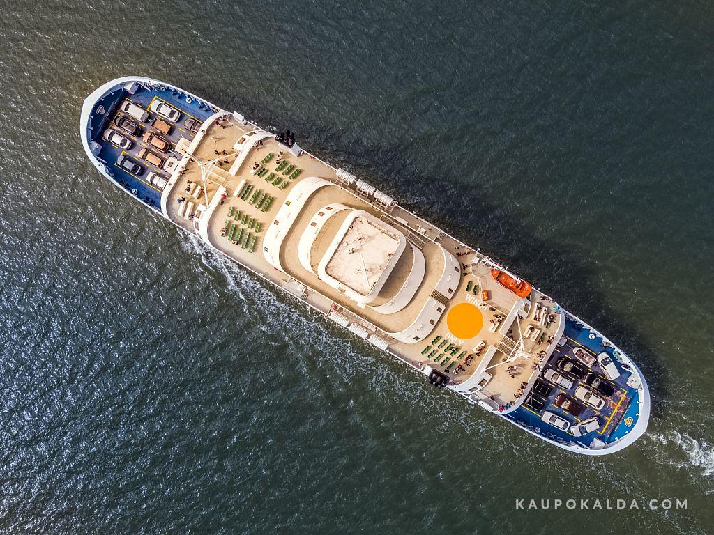 Laev Hiiumaa merel